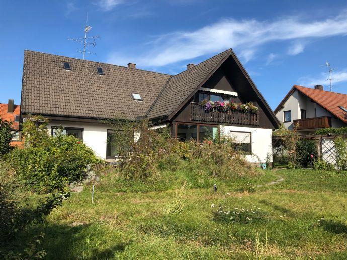 Heroldsberg: Großzügiges Einfamilienhaus mit Einliegerwohnung
