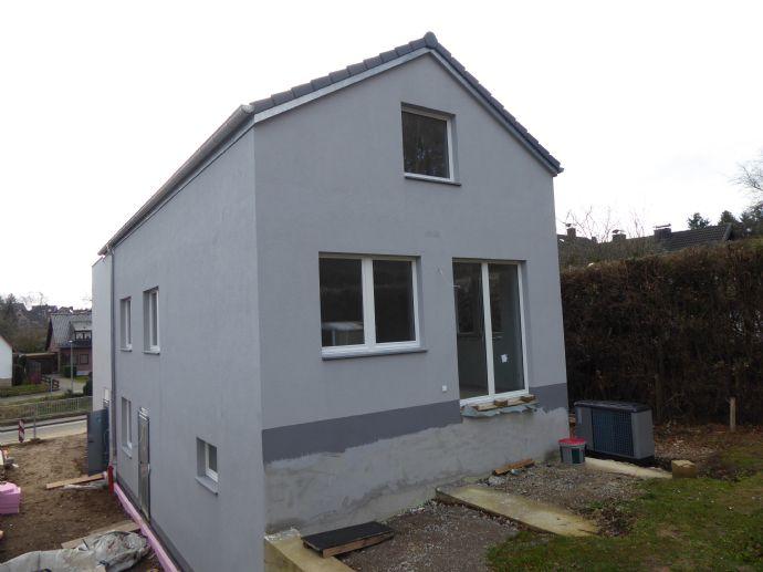 Erstbezug: 4-Zimmer-Wohnung / DHH mit eigenem Eingang, Terrasse und Garten