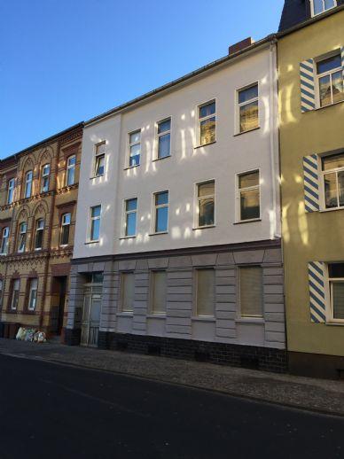 Bitterfeld 4-Zimmer-Wohnung in der 1. Etage