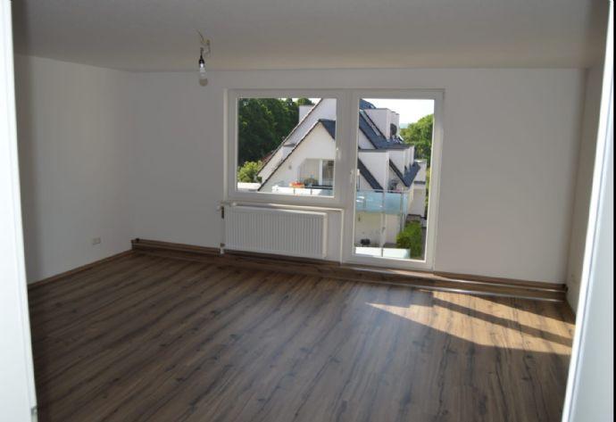 4 Zimmer Altbauwohnung ca.100m² mit Balkon und PKW-Stellplatz in Groß-Ellershausen!