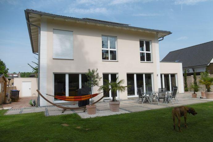 Traumhaus im mediterranen Stil,viel Platz für die Familie und zum arbeiten