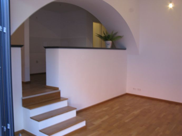 Moderne zentral gelegene 1-R-Stufen-Whg. mit Balkon