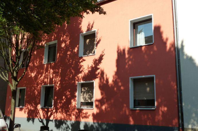 Helle 3,5-Raum-Wohnung im 1. OG eines gepflegten 6-Familienhauses in ruhiger Lage von GE-Erle