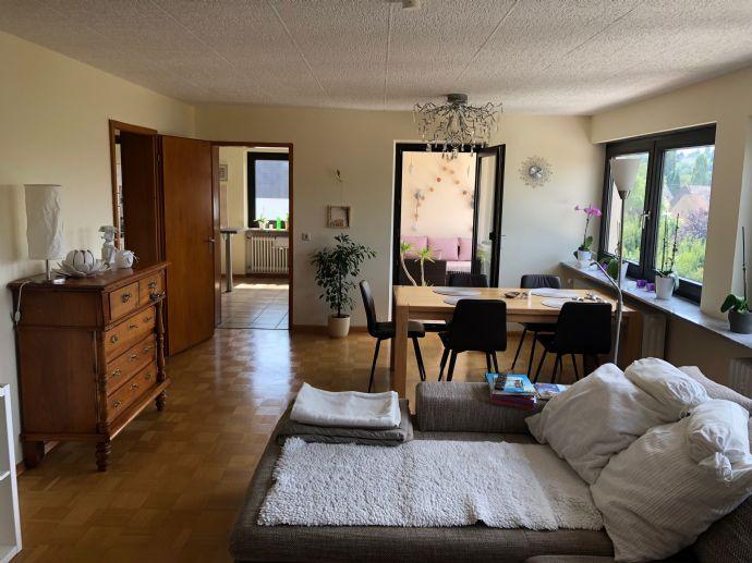 Einziehen und wohlfühlen! 3-Zimmer-Wohnung mit EBK und Blick ins Grüne zu vermieten