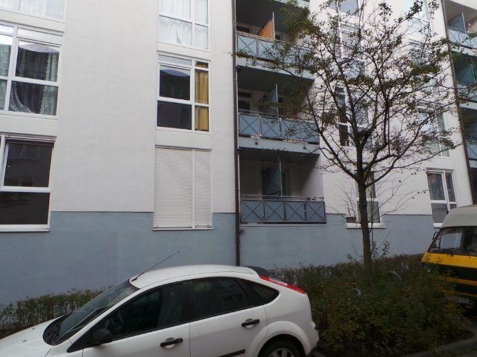 Zwangsversteigerung - ETW mit Balkon, Pantry-Küche, Laminat, Keller und Stellplatz