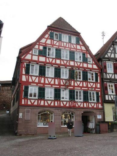 Mehrfamilienwohn- und Geschäftshaus inmitten der schönen Hessestadt Calw - Renditeobjekt