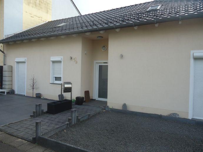 Kleiner Bungalow, an Einzelperson mit großzügiger Terrasse in Nalbach zu vermieten