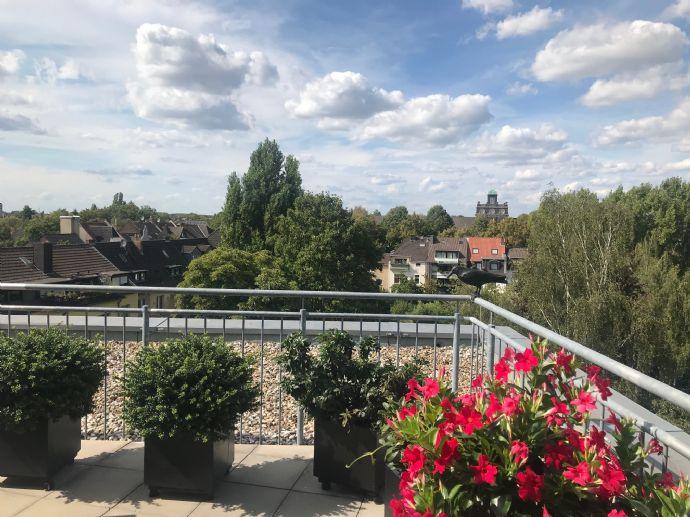 Großzügige Penthousewohnung im Bismarckviertel! Seniorengerecht mit Aufzug und toller Terrasse