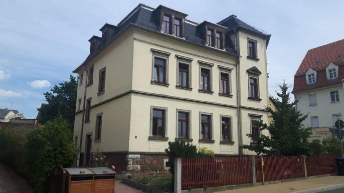 Renovierte 2.RW. im EG. mit großer Essküche, Badewanne, Laminatboden u.v.m. in Radebeul-Ost zu vermieten!