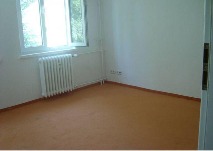 Schöne 2-Zimmer-Wohnung in gepflegtem Altbau mit EBK + Garten!!