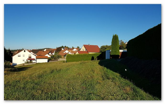 Großzügiger Bauplatz am Ortsrand von Gschwend, 1000m², unverbaubarer Ausblick, teilerschlossen, Baugenehmigung vorhanden