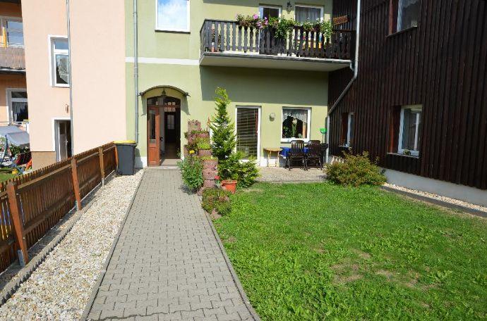 Sehr schöne und sanierte 2-Raum-Wohnung mit Garten direkt am Zentrum