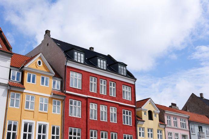 Mehrfamilienhaus mit 5 Wohneinheiten & 4 Garagen