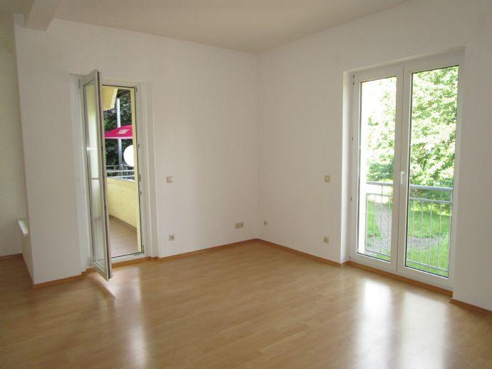 Helle und geräumige 2-Raum-Wohnung mit Balkon