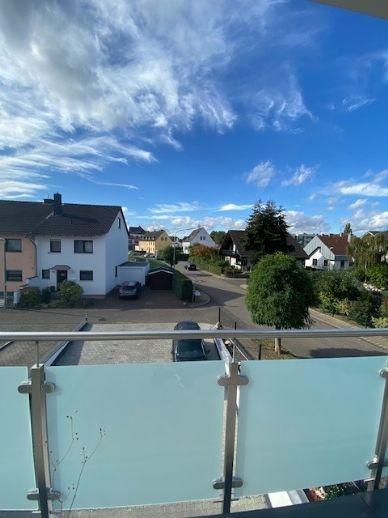 Helle Neubauwohnung mit großem Balkon!