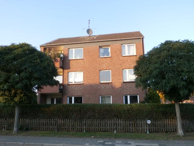 Freistehendes, großes Dreifamilienhaus mit 3 Garagen in Niederkrüchten-Elmpt