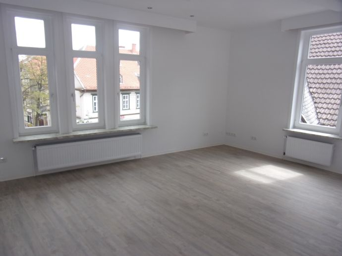 Freuen Sie sich auf 1 Monat mietfreies wohnen - 4-ZW + Wintergarten + Terrasse - zentrale Lage!