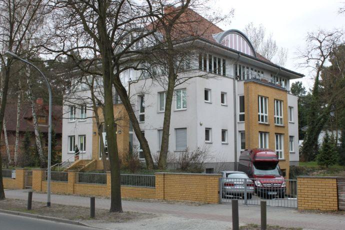 Traumhafte 4 Zi. Dachgeschoss-Maisonette-Whg in Exklusiver Stadtvilla in Kleinmachnow