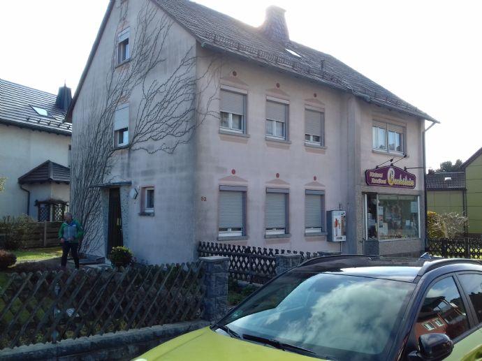 Wohnhaus mit Ladengeschäft in Schwarzenbach/ Wald