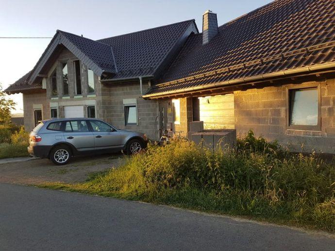 Einfamilien-Rohbau âPlusâ mit ausbaubarem Kellergeschoss als Einliegerwohnung und angebautem Wohntrakt in Großkampenberg/Eifel