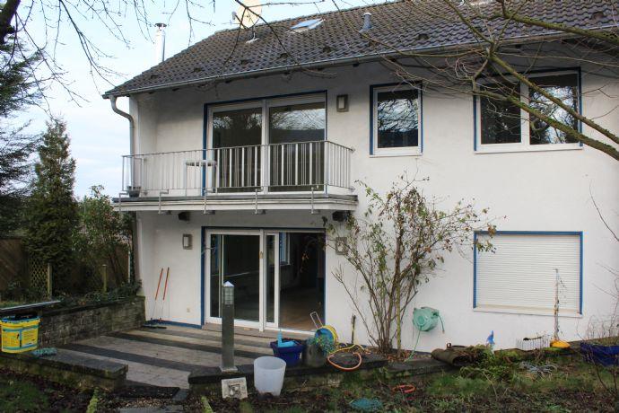 Einfamilienhaus mit Büroräumen und Halle auf einem 1000m² Grundstück in Wermelskirchen