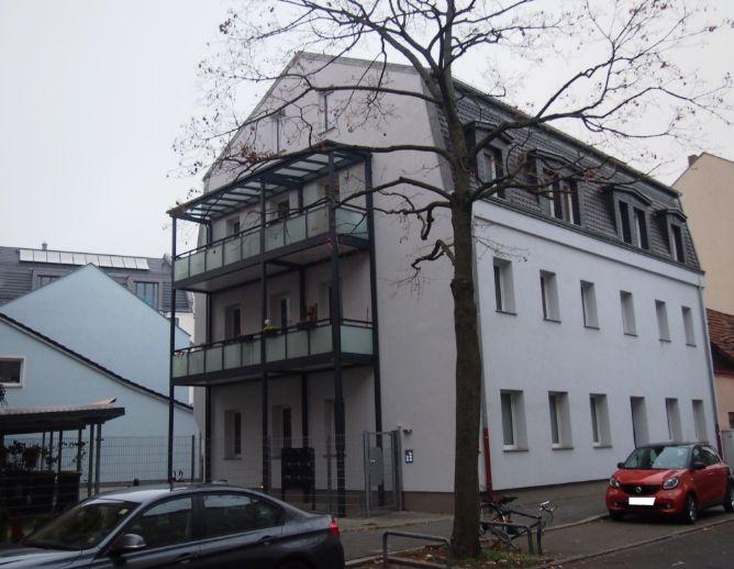 WG-geeignete Maisonette-Wohnung mit zwei Bädern und Balkon