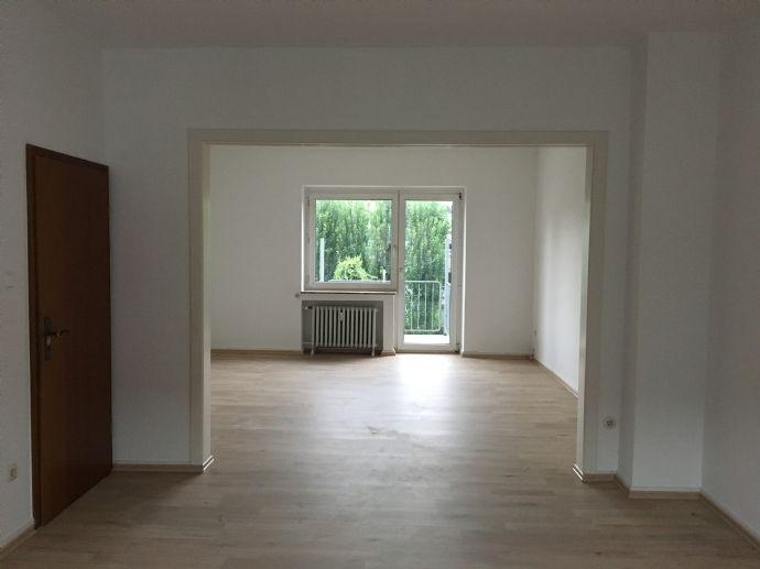 Schöne großzügige 2,5-Zimmer-Wohnung mit Balkon im Bismarckviertel