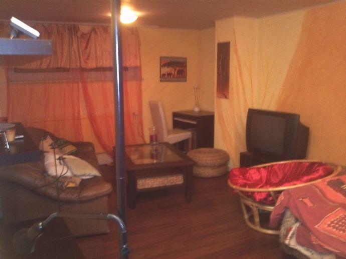 freundliches WG-Zimmer mit eigenem Bad und Küche
