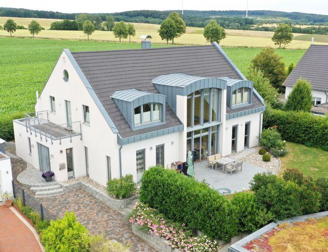 Das perfekt geplante, großzügige, helle und gut ausgestattete Haus lässt keine Wünsche offen!