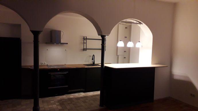 Charmante 3 Zimmer Loft-Wohnung mit kompletter neuen Einbauküche ausgestattet in der Innenstadt