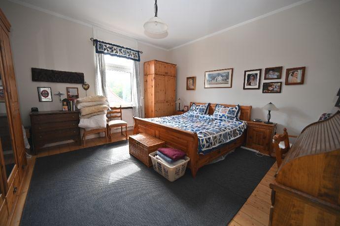 *** Modernisierte 3-Zimmer-Altbau-Wohnung mit Holzdielen & Einzel-Garage (optional)! ***