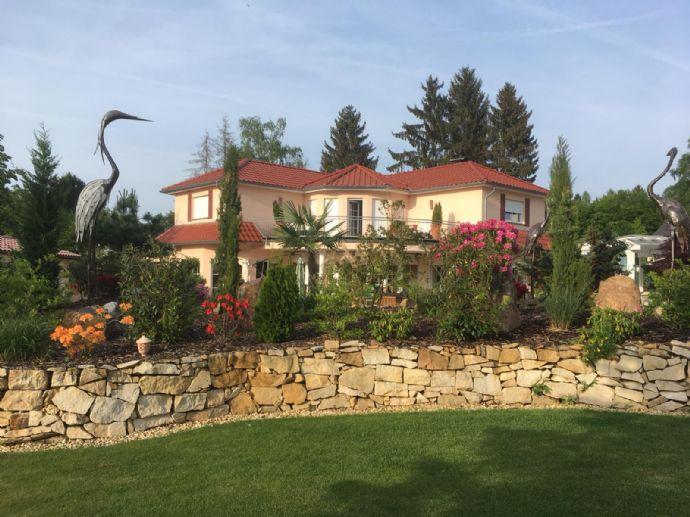 *TOPP*Neuwertige mediterrane Taunusvilla auf Traumgrundstück in bevorzugtem Wohngebiet Niedernhausen
