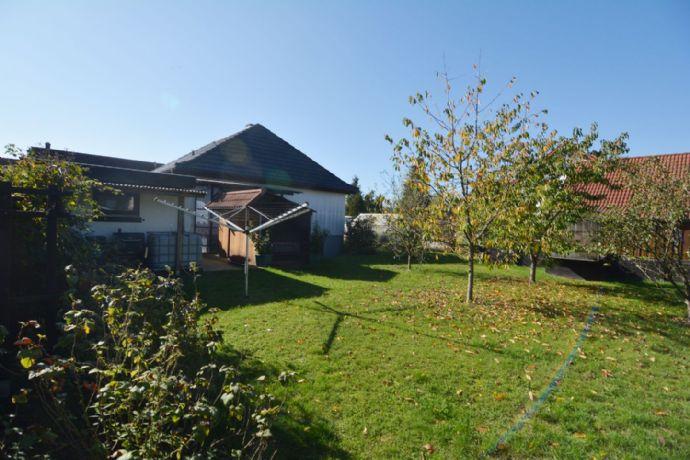 Gepflegter Bungalow mit Wintergarten, Garage u. Carport. Herrlich ruhig, 785 m² Grund, Bad Rodach-Ortsteil