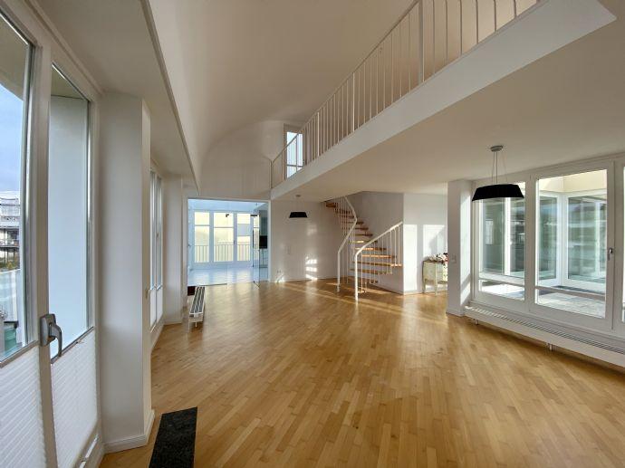 3,5-Zimmer-Wohnung mit Terrasse und Einbauküche in Hamburg