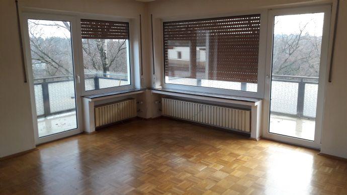 Freundliche, helle Wohnung mit Balkon im 4. OG