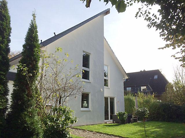Modernes Stadthaus mit Garten