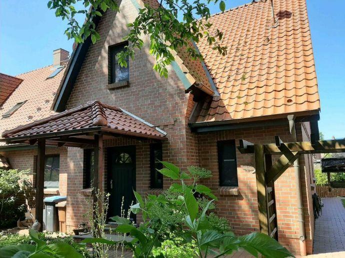 Krempe - Wunderschöne Doppelhaushälfte - 5 Zimmer - 2 Bäder - 2 Kaminöfen