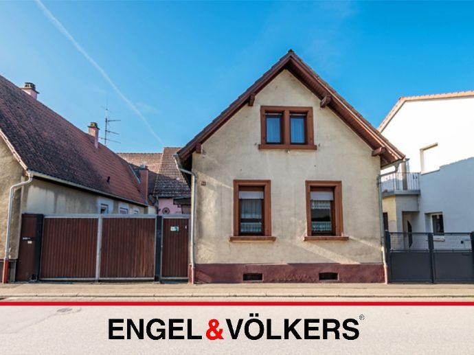 Haus mit großer Ausbaureserve in Banhofsnähe!