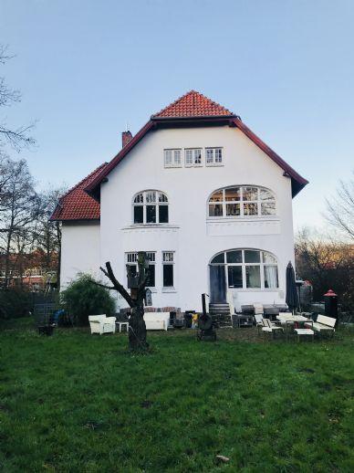 Neustadt/Ostsee - Etwas Besonderes - Stilvolle Villa - 12 Zimmer -Courtage 3,90 %