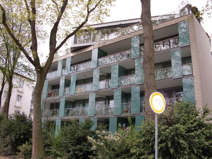 Noble Citylage - Exklusive 2 - Zi-Wohnung mit Blick auf die Wallmühle - große Südloggia, Parkett, Einbauküche, Vollbad, G-WC - Carport