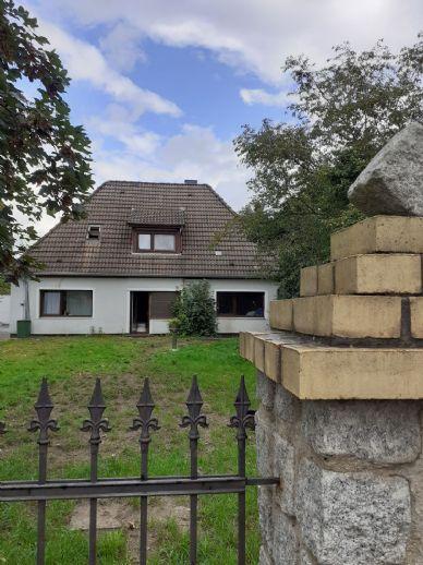 Großes Einfamilienhaus mit Einliegerwohnungen auf sehr großem Grundstück!
