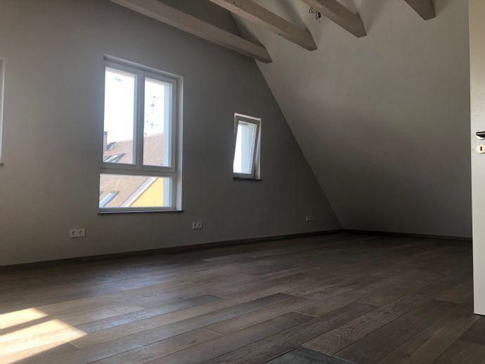 Außergewöhnliche DG-Wohnung mit hochwertiger Ausstattung in zentraler Lage von Hilpoltstein zu vermieten.