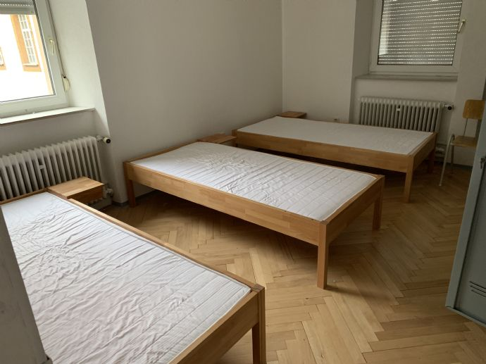 100 qm möblierte  Arbeiterunterkunft für 8 Personen mit Küche und Bad