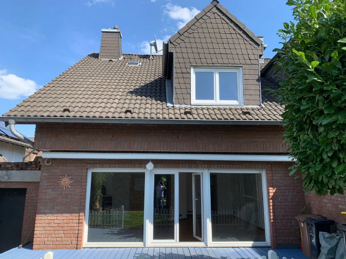 familienfreundliches und helles Einfamilienhaus mit Garage und schönem Garten