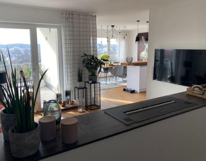 MÖBLIERT - TOP AUSSICHTSLAGE in LEONBERG - Sonnige 2,5 Zimmer Wohnung mit Balkon