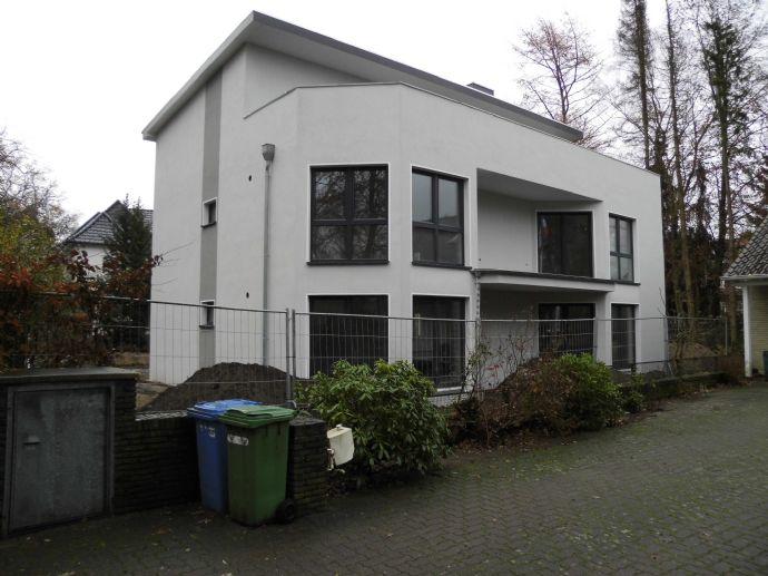 Neubau-Dreifamilienhaus mit Fahrstuhl und gehobener Ausstattung