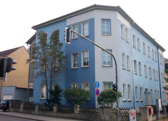 2 Raum-Wohnung mit 5-eckigem Wohnzimmer, zentrumsnah