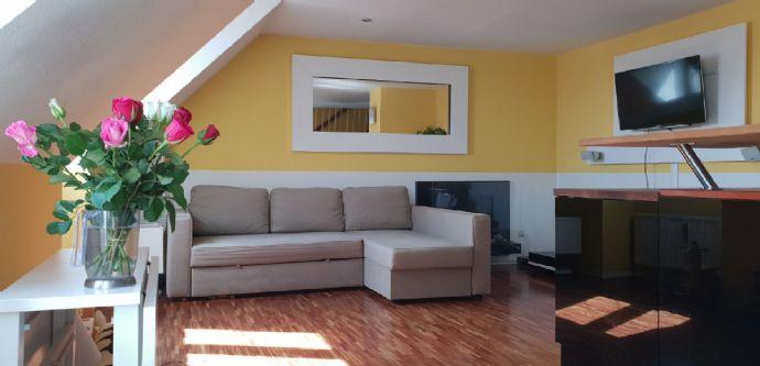 Lichtdurchflutete, zentrale, dennoch ruhige 2,5 Zimmer-Maisonette-Wohnung mit EBK - provisionsfrei