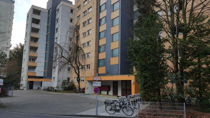 Möbliertes 1-Zimmer-Wohnung mit Balkon, bezugsfertig.