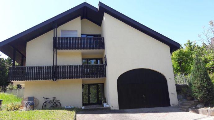 Schön renovierte 6-Zimmer-Wohnung in Neckarsulm-OT, Haus mit Flair in Ortsrandlage